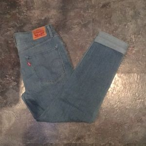 Mid rise Lei's light wash skinny ankle jeans.